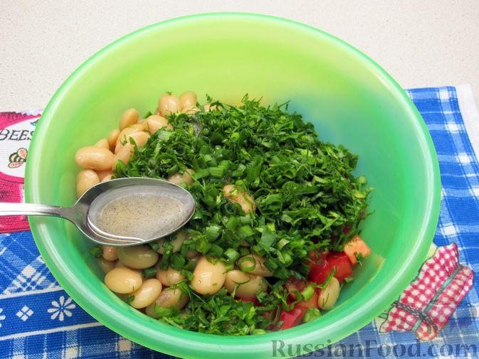 Фото приготовления рецепта: Салат из помидоров и фасоли - шаг №8