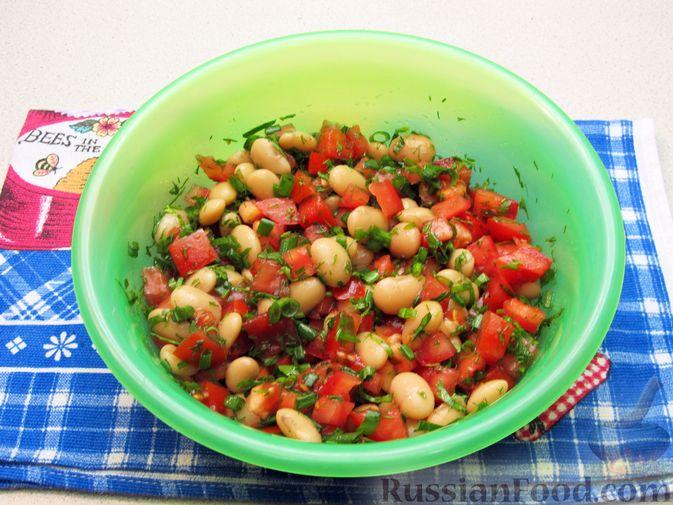 Фото приготовления рецепта: Салат из помидоров и фасоли - шаг №9