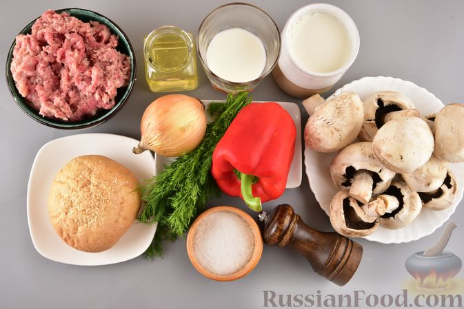 Фото приготовления рецепта: Мясные котлеты с болгарским перцем, запечённые в грибном соусе - шаг №1
