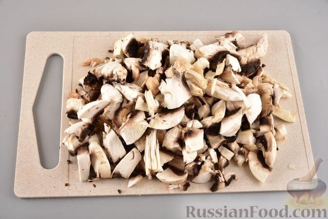 Фото приготовления рецепта: Мясные котлеты с болгарским перцем, запечённые в грибном соусе - шаг №9