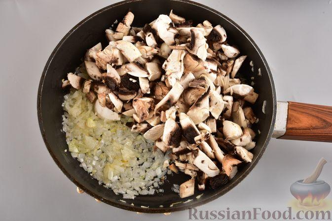 Фото приготовления рецепта: Мясные котлеты с болгарским перцем, запечённые в грибном соусе - шаг №10