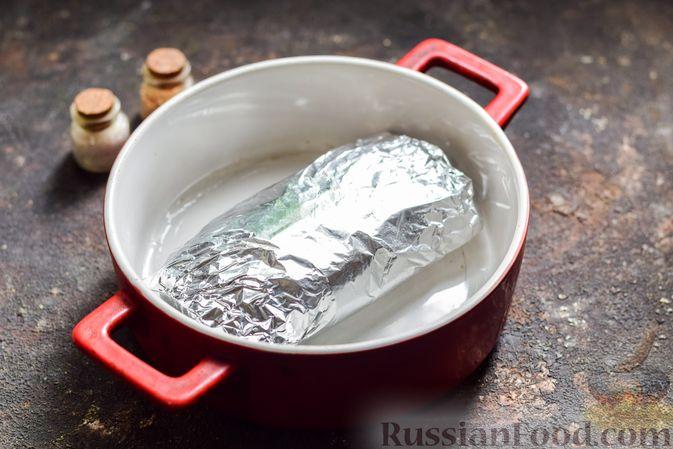 Фото приготовления рецепта: Салат с курицей, огурцами, сыром и яйцами - шаг №3