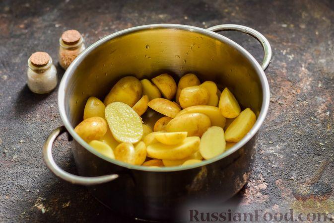 Фото приготовления рецепта: Картофель, запечённый в манке - шаг №2