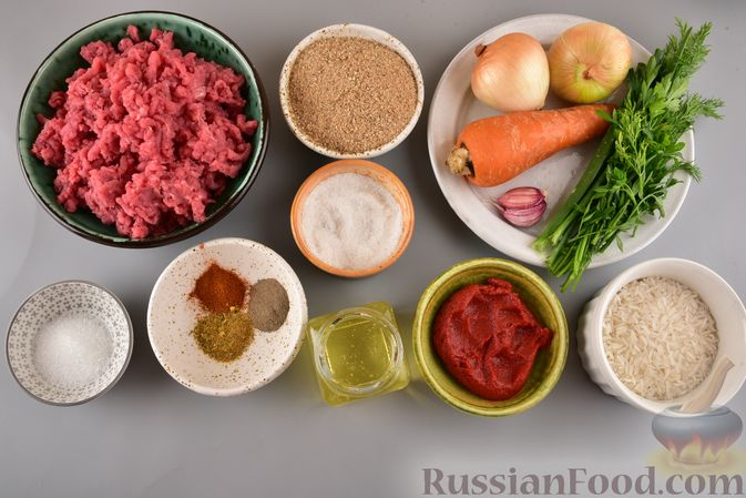 Фото приготовления рецепта: Мясные тефтели с рисом, запечённые в томатном соусе - шаг №1