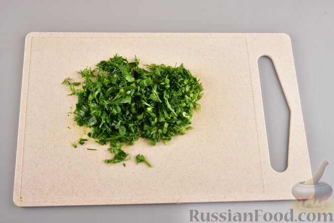 Фото приготовления рецепта: Мясные тефтели с рисом, запечённые в томатном соусе - шаг №4