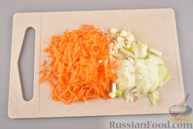 Фото приготовления рецепта: Мясные тефтели с рисом, запечённые в томатном соусе - шаг №8