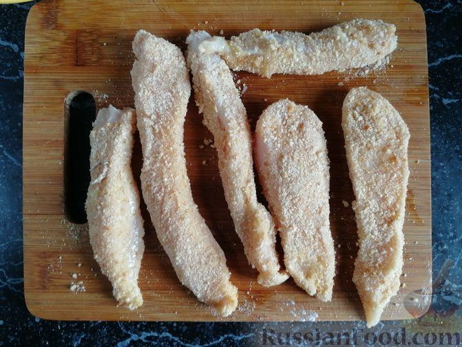 Фото приготовления рецепта: Роллы с курицей, огурцом и авокадо - шаг №8