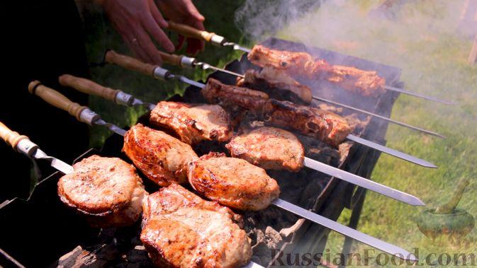 Фото приготовления рецепта: Шашлык из свиной корейки на кости, по-армянски - шаг №10