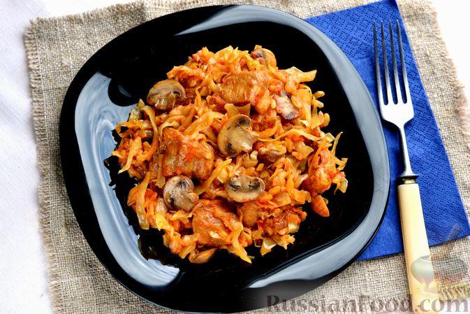 Фото к рецепту: Капуста, тушенная с мясом, рисом и грибами
