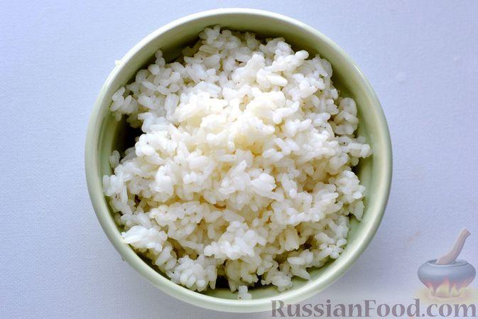 Фото приготовления рецепта: Капуста, тушенная с мясом, рисом и грибами - шаг №5