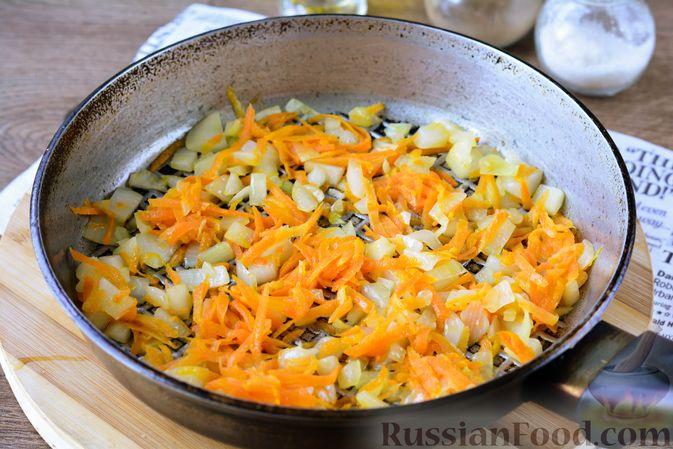 Фото приготовления рецепта: Котлеты из хека с морковью - шаг №7