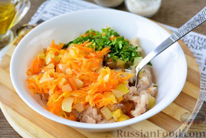 Фото приготовления рецепта: Котлеты из хека с морковью - шаг №8