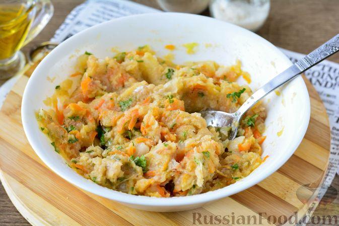 Фото приготовления рецепта: Котлеты из хека с морковью - шаг №10