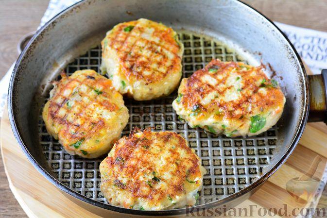 Фото приготовления рецепта: Котлеты из хека с морковью - шаг №12