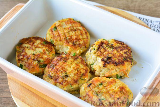 Фото приготовления рецепта: Котлеты из хека с морковью - шаг №13