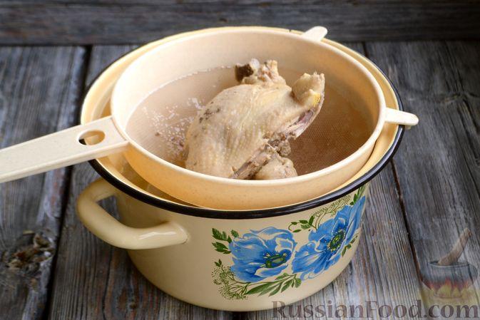 Фото приготовления рецепта: Пряный суп с куриным филе и консервированной фасолью - шаг №3
