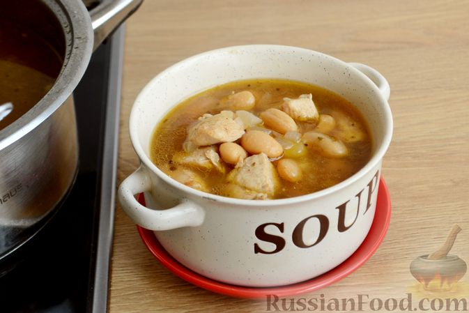 Фото приготовления рецепта: Пряный суп с куриным филе и консервированной фасолью - шаг №14