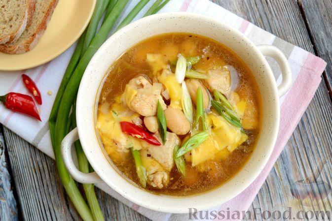Фото приготовления рецепта: Пряный суп с куриным филе и консервированной фасолью - шаг №17