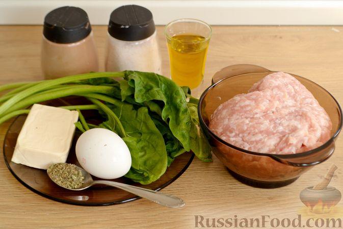 Фото приготовления рецепта: Куриные фрикадельки, тушенные в сырном соусе со шпинатом - шаг №1