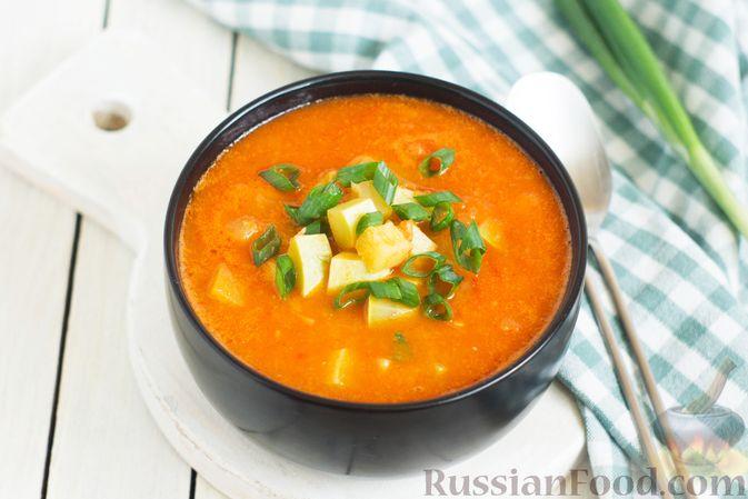 Фото к рецепту: Томатный суп с кабачками и болгарским перцем