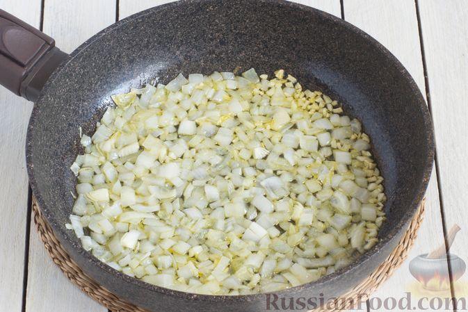 Фото приготовления рецепта: Томатный суп с кабачками и болгарским перцем - шаг №3