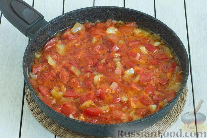 Фото приготовления рецепта: Томатный суп с кабачками и болгарским перцем - шаг №7