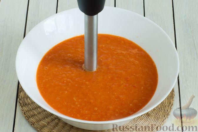 Фото приготовления рецепта: Томатный суп с кабачками и болгарским перцем - шаг №8