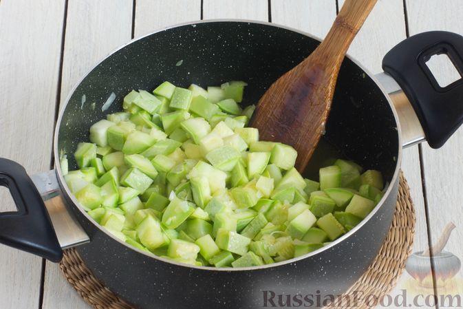 Фото приготовления рецепта: Томатный суп с кабачками и болгарским перцем - шаг №10