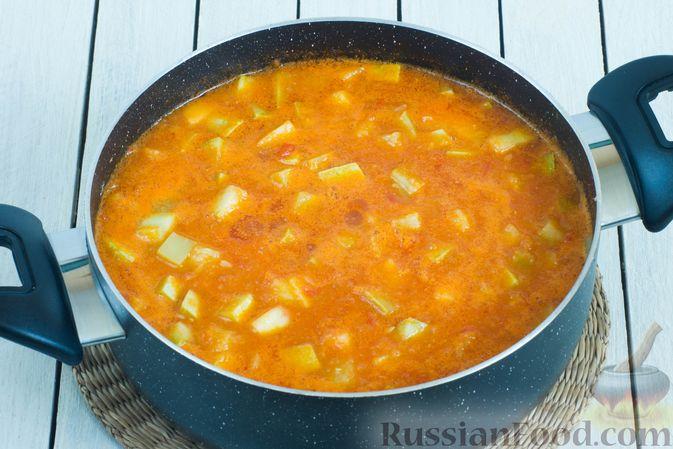 Фото приготовления рецепта: Томатный суп с кабачками и болгарским перцем - шаг №12