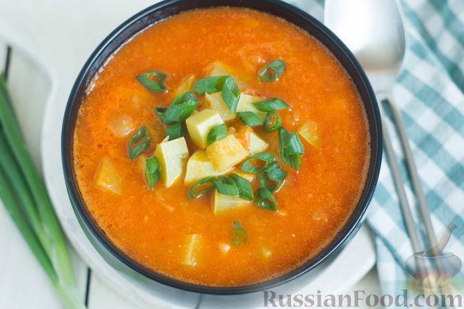 Фото приготовления рецепта: Томатный суп с кабачками и болгарским перцем - шаг №13