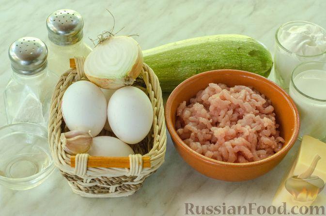 Фото приготовления рецепта: Рулет из кабачков с куриным фаршем и сыром - шаг №1