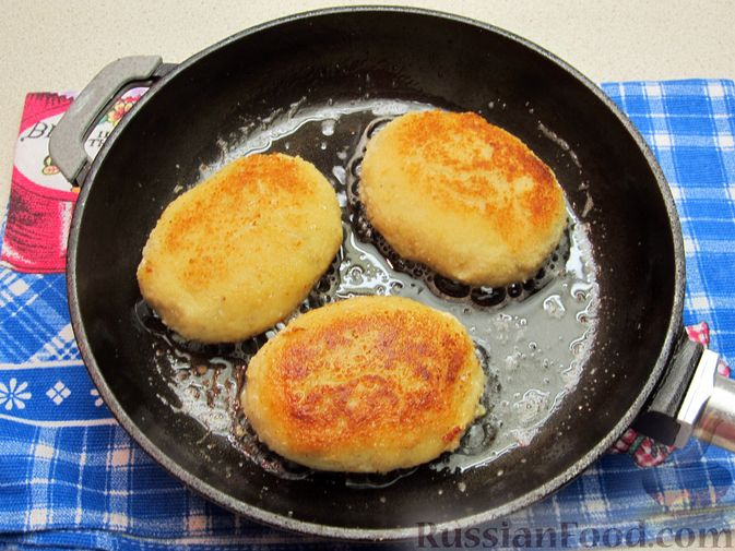 Фото приготовления рецепта: Рыбные зразы с плавленым сыром - шаг №14