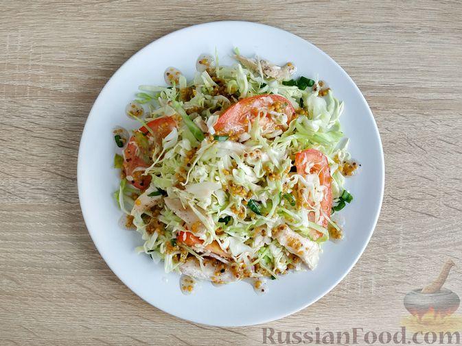 Фото приготовления рецепта: Салат из молодой капусты с курицей, помидорами и горчичной заправкой - шаг №14