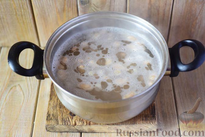 Фото приготовления рецепта: Фасолевый суп с клецками - шаг №7