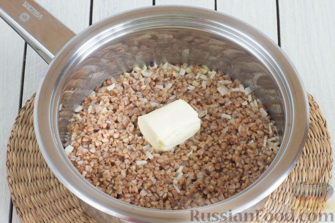 Фото приготовления рецепта: Гречневая каша с чесноком и имбирём - шаг №7