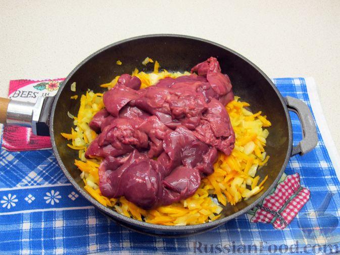 Фото приготовления рецепта: Печёночный паштет с творогом - шаг №5