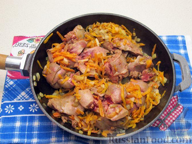 Фото приготовления рецепта: Печёночный паштет с творогом - шаг №6