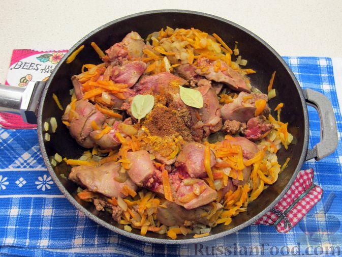 Фото приготовления рецепта: Печёночный паштет с творогом - шаг №7