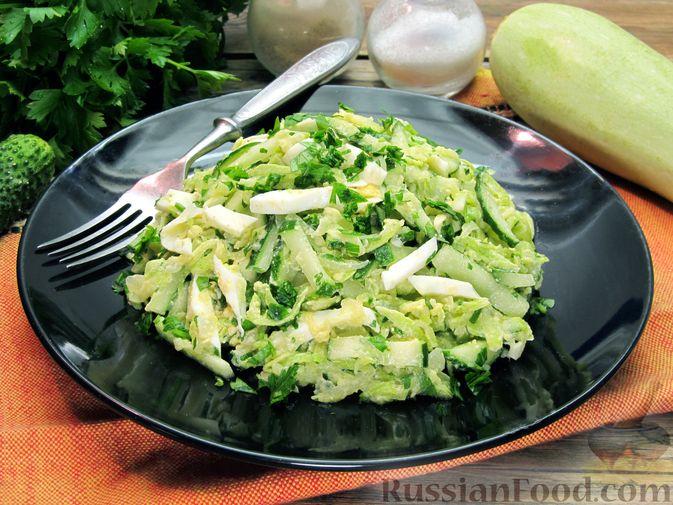 Фото к рецепту: Салат с кабачками, огурцами и яйцами