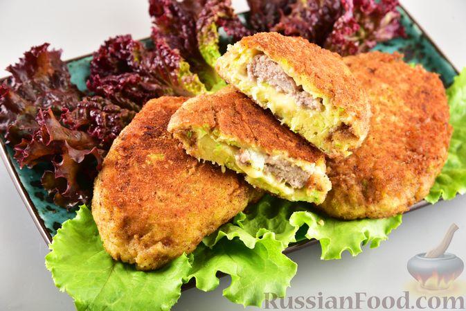 Фото к рецепту: Кабачковые зразы с мясным фаршем и сыром
