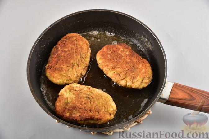 Фото приготовления рецепта: Кабачковые зразы с мясным фаршем и сыром - шаг №10