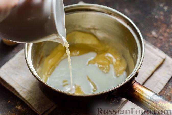 Фото приготовления рецепта: Кабачки, запечённые с молодой картошкой и помидорами, в соусе бешамель - шаг №5