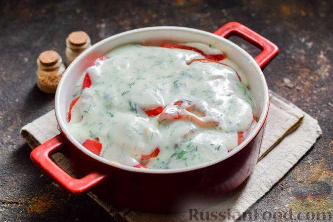 Фото приготовления рецепта: Кабачки, запечённые с молодой картошкой и помидорами, в соусе бешамель - шаг №16