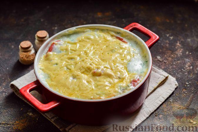 Фото приготовления рецепта: Кабачки, запечённые с молодой картошкой и помидорами, в соусе бешамель - шаг №18