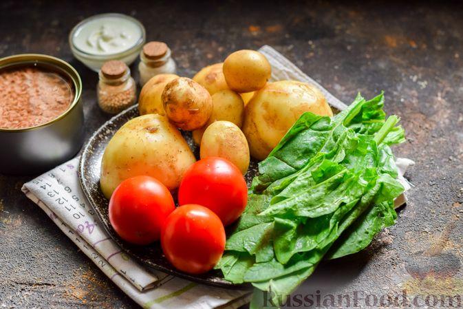 Фото приготовления рецепта: Салат из молодого картофеля с тунцом, помидорами и шпинатом - шаг №1