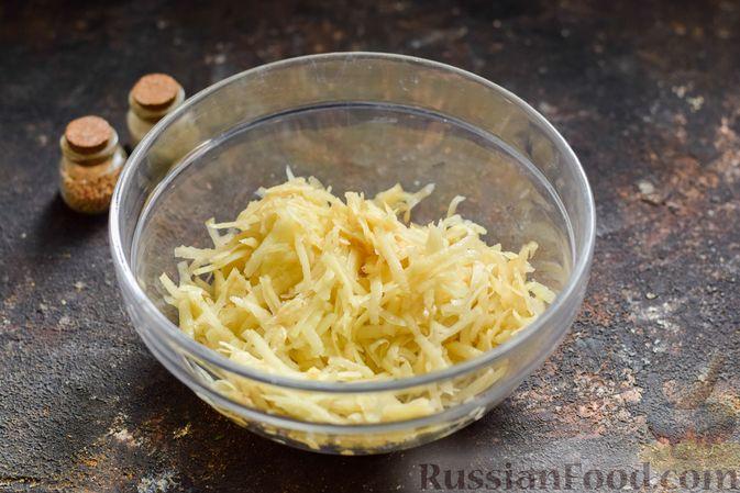Фото приготовления рецепта: Котлеты из гречки, картофеля и зелени (без яиц) - шаг №4