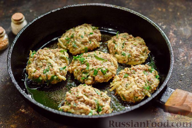 Фото приготовления рецепта: Котлеты из гречки, картофеля и зелени (без яиц) - шаг №10