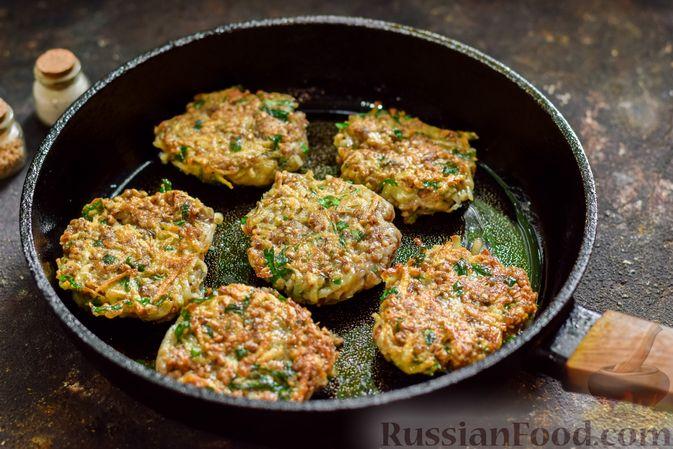 Фото приготовления рецепта: Котлеты из гречки, картофеля и зелени (без яиц) - шаг №11