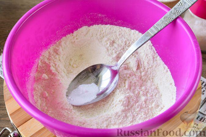 Фото приготовления рецепта: Дрожжевые булочки с кунжутом - шаг №3