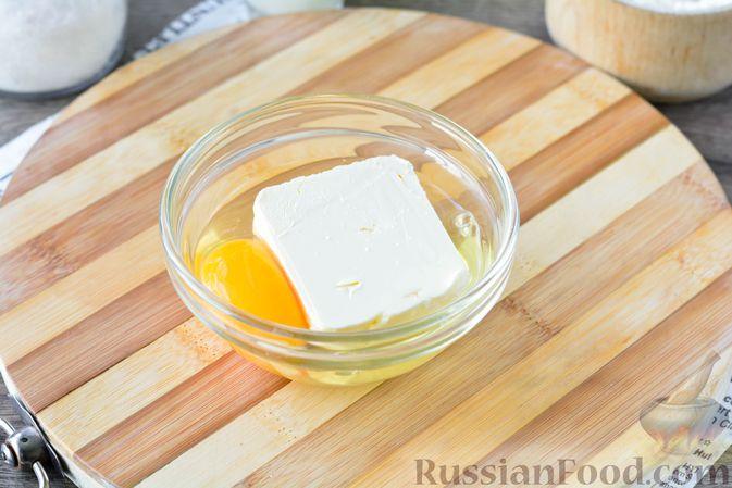 Фото приготовления рецепта: Дрожжевые булочки с кунжутом - шаг №5